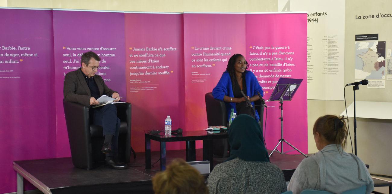 Colloque « Psychotrauma et soins », dimanche 30 mai 2021. David Chabin, modérateur et Jeanne Allaire Kayigirwa, rescapée du génocide des Tutsis au Rwanda © Maison d'Izieu