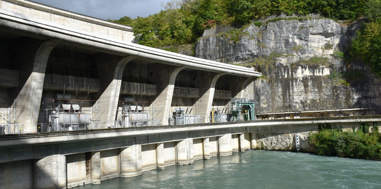 L'équipe de la Maison d'Izieu en visite au barrage de Genissiat © Maison d'Izieu